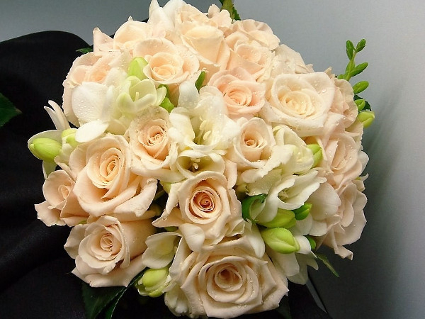 Cream Rose Bunch Wedding Flowers